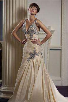 Iris Sample Sale Wedding Dress Lori G Derby