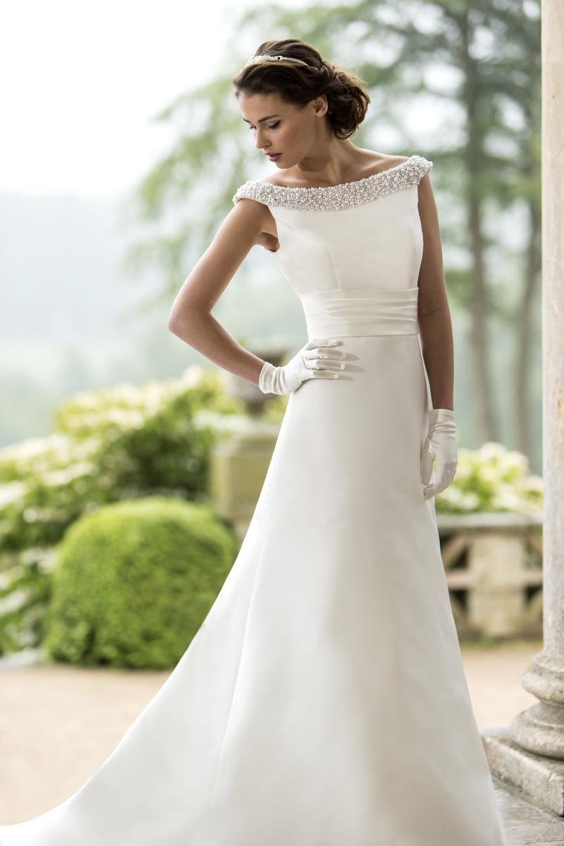 W124 Sample Sale Wedding Dress Lori G Derby