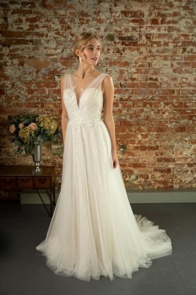 Goldie-W380-lori-g-bridal-derby-weding-dresses
